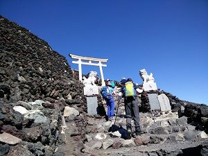 Climbing Mt Fuji while in JapanRediscoverTours.com
